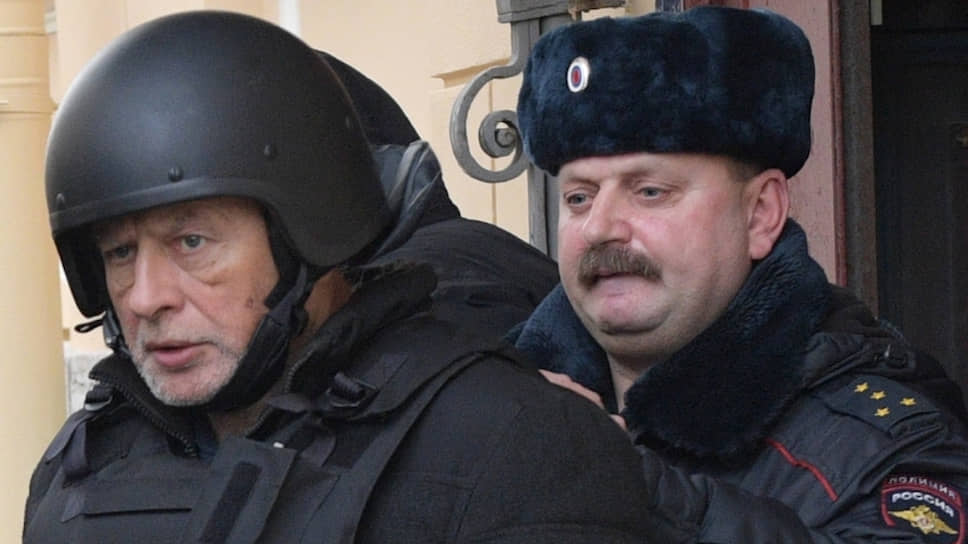 Историк Олег Соколов (слева)