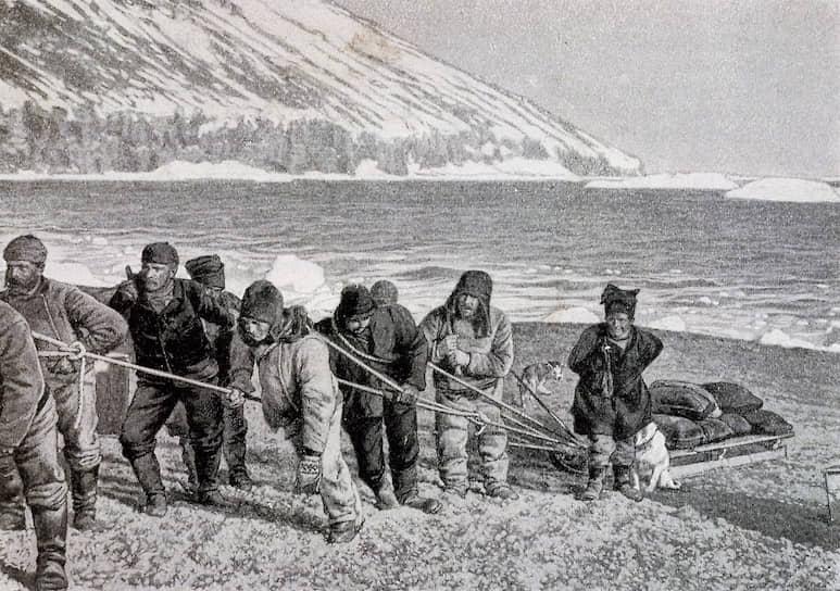 Первая официально задокументированная высадка человека на Антарктический континент состоялась 24 января 1895 года в ходе плавания шведского китобойного судна «Антарктик». В тот день экипаж отправил лодку к берегу материка около мыса Адэр