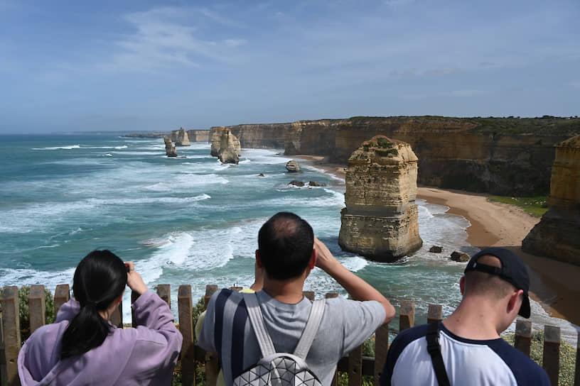 Национальный парк Порт Кэмпбелл, Австралия. Группа скал «12 апостолов» на океанском побережье