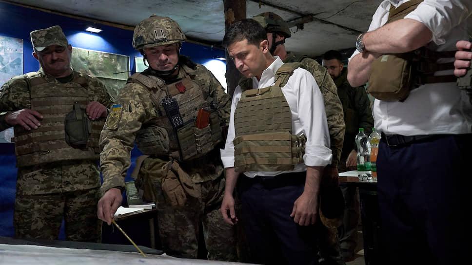 Президент Украины Владимир Зеленский (справа)