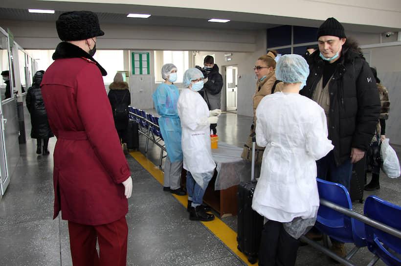 Туристы возвращаются в Россию по маршруту Хэйхэ—Благовещенск  не только из городов ближайшей к Приамурью провинции Хэйлуцзян, но и с юга Китая, в частности  из города Сямынь, где часть туристов находилась по рабочей визе. В этой провинции опасный коронавирус выявлен у 13 человек