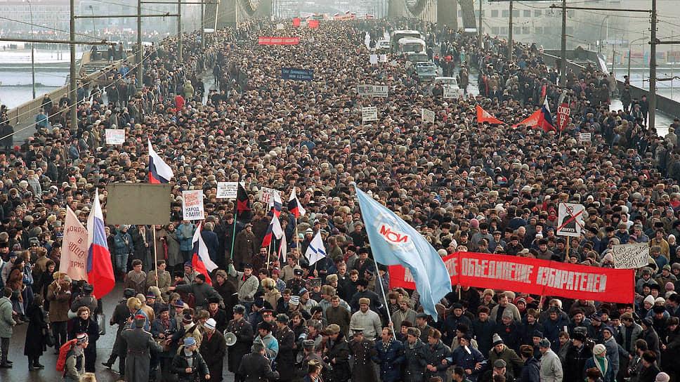 Шествие стартовало на Крымском мосту, прошло по Садовому кольцу и улице Горького (сейчас — Тверская) и остановилось на площади 50-летия Октября (ныне — Манежная). В акции приняли участие более 300 тыс. человек