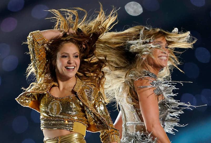 Певицы Шакира (слева) и Дженнифер Лопес