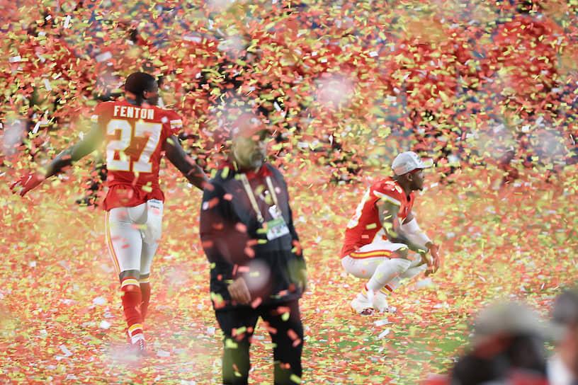 Игроки «Канзас-Сити Чифс» празднуют победу