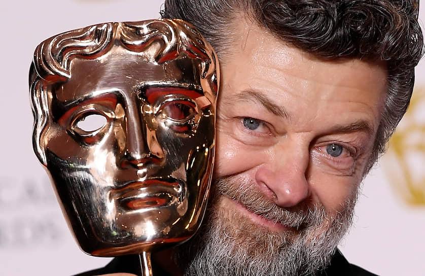 Актер и режиссер Энди Серкис с наградой за «Выдающиеся британские достижения в кино»