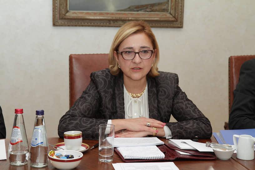 <b/>Тамара Беручашвили</b> ― посол Грузии в Великобритании. Занимала должности министра торговли и внешнеэкономических отношений (1998-2000), министра иностранных дел (2014-2015) <br>Окончила факультет физико-математических и естественных наук, а также факультет иностранных языков УДН в 1985 году