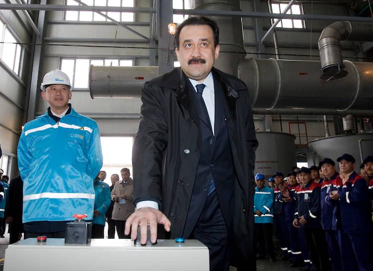 <b/>Карим Масимов</b> — председатель Комитета нацбезопасности Казахстана. Дважды был премьер-министром страны (2007-2012, 2014-2016), руководил администрацией президента (2012-2014) <br>Выпускник факультета экономики и права УДН по специальности «юриспруденция» 1988 года