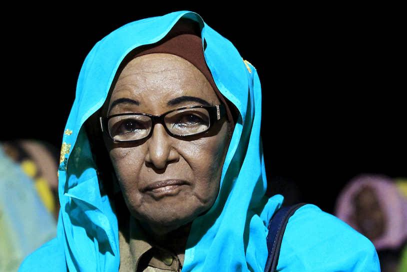 <b/>Фатыма Абдель Махмуд</b> ― суданский политик, первая женщина в Судане, которая в 1973 году была назначена на министерский пост. В 2010 года стала первой женщиной-кандидатом в президенты Судана  <br>В УДН изучала медицину, получила квалификацию врача-педиатра в 1960-х годах