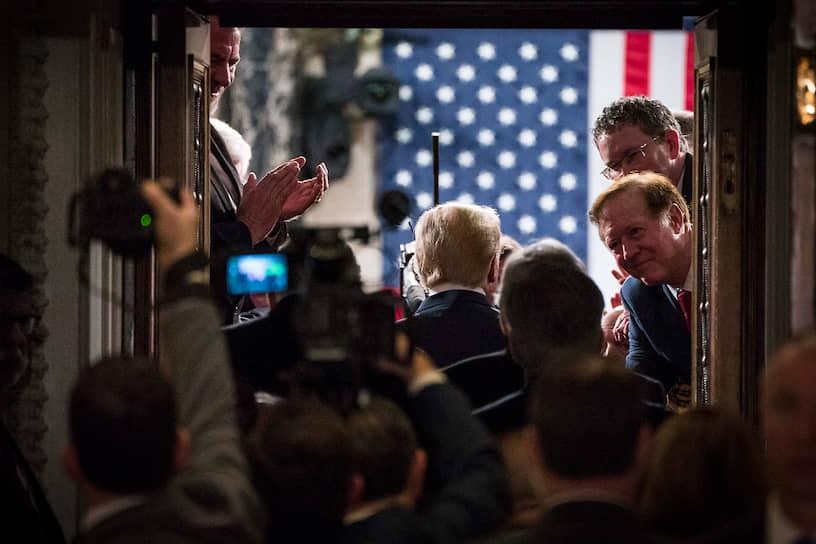 <b>Дональд Трамп, президент США</b><br> 18 декабря 2019 году подконтрольная демократам Палата представителей вынесла импичмент президенту США Дональду Тампу по обвинениям в злоупотреблении властью и воспрепятствовании деятельности Конгресса. Дело переместилось в контролируемый республиканцами Сенат, который 5 февраля 2020 года оправдал главу государства по обоим пунктам