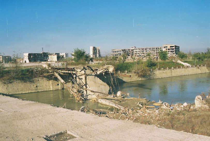 Разрушенный мост через реку Сунжа, 2006 год