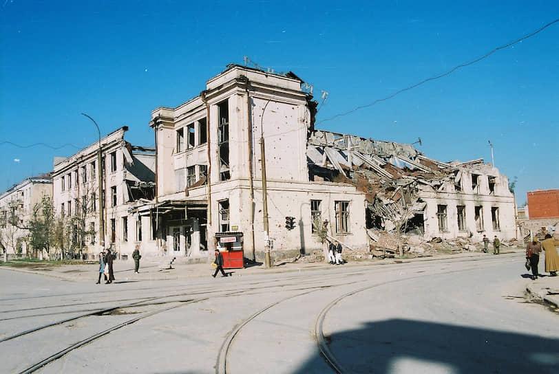 Здание Главпочтамта на пересечении улиц Мира и Красных Фронтовиков