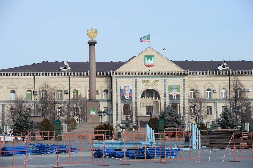 Сейчас в здании бывшего дворца пионеров размещается мэрия Грозного