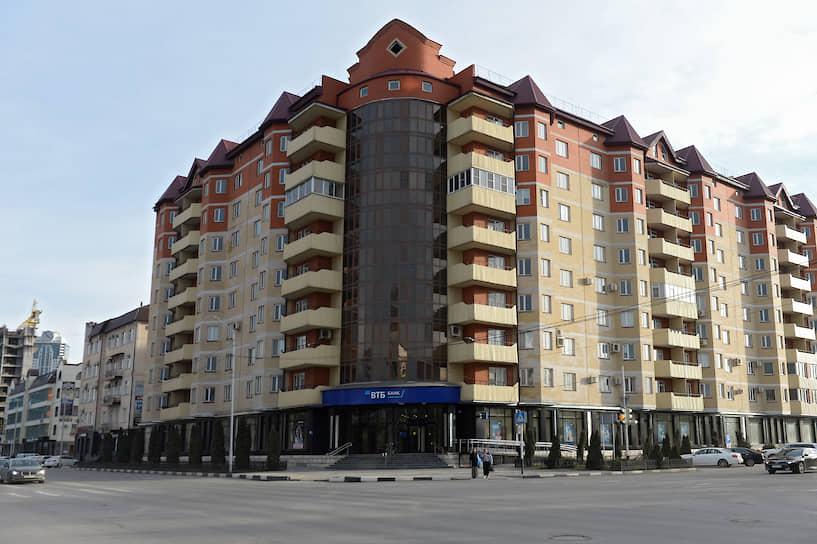 Пересечение улиц Мира и Сайпуддина Лорсанова, 2020 год