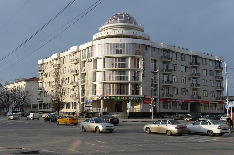 Здание с офисами и квартирами на пересечении улиц Мира и Сайпуддина Лорсанова, 2020 год
