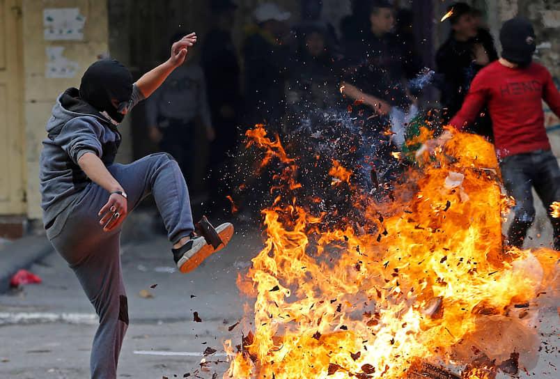 Хеврон, Западный берег реки Иордан. Демонстранты на акции протеста