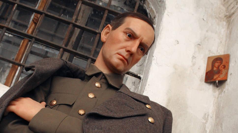 В следственном изоляторе Иркутска открыта мемориальная камера Александра Колчака. На фото восковая фигура адмирала