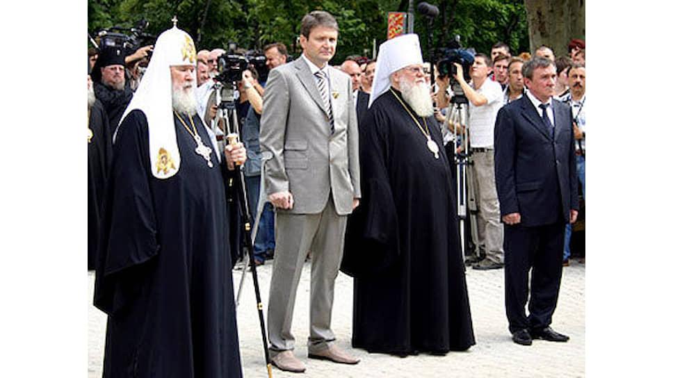 Бывший губернатор Краснодарского края Александр Ткачев (в центре)