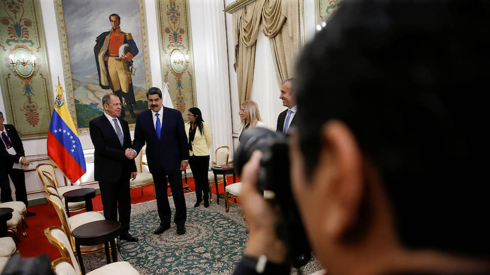 Глава МИД России Сергей Лавров (слева) и президент Венесуэлы Николас Мадуро