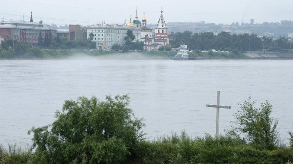 Поклонный крест в Иркутске установлен рядом с тем местом, где трупы Колчака и Пепеляева опустили в прорубь