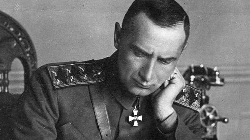 С 18 ноября 1918 года до 4 января 1920 года адмирал Колчак занимал должность верховного правителя России, признанную всеми лидерами Белого движения