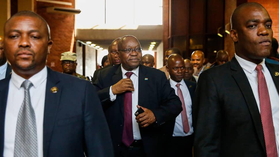Экс-президент ЮАР Джейкоб Зума (в центре)