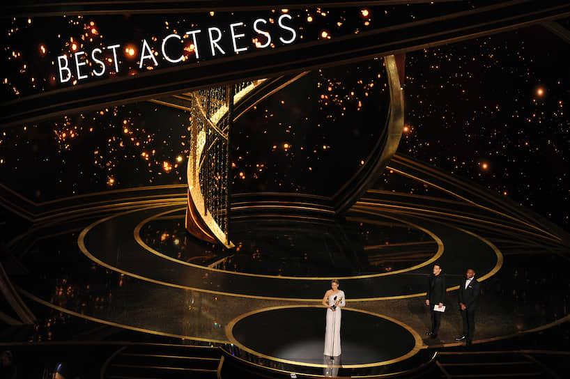 Актриса Рене Зеллвегер, получившая «Оскар» за лучшую женскую роль («Джуди»)