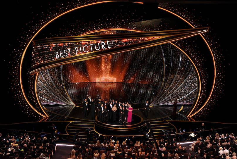 Всего «Паразиты» получили четыре статуэтки из шести, на которые номинировались