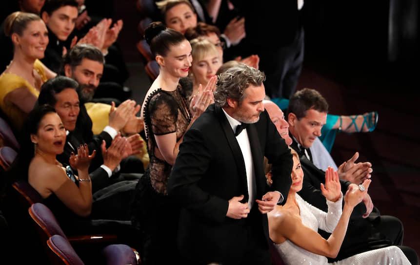 Актер Хоакин Феникс, получивший «Оскар» за лучшую мужскую роль («Джокер»)