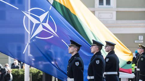 Чем ближе к России, тем лучше к НАТО  / Pew Research подсчитала отношение к альянсу среди стран-членов и нечленов
