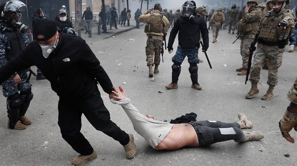 Бейрут, Ливан. Столкновения митингующих с полицией