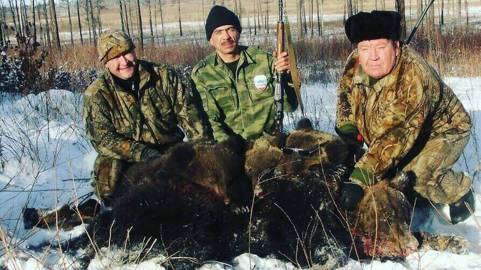 Начальник охотуправления Амурской области Иван Ряжских (справа)