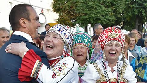 «Единая Россия» взялась за хамство  / Чиновников хотят строже наказывать за оскорбление