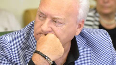 Бывшего губернатора отправили болеть со всеми // Анатолий Лисицын лишился именного места на построенной им арене ХК «Локомотив»