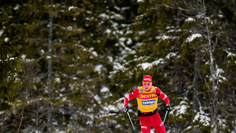 Александр Большунов оторвался от Йоханнеса Клебо  / Российский лыжник выиграл масс-старт на Ski Tour и возглавил общий зачет многодневной гонки