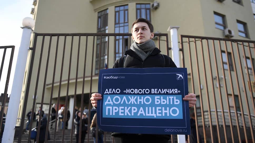 Блогер Егор Жуков перед началом заседания суда