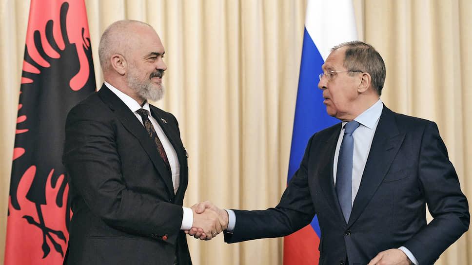 Премьер-министр и министр иностранных дел Албании Эди Рама (слева) и министр иностранных дел России Сергей Лавров