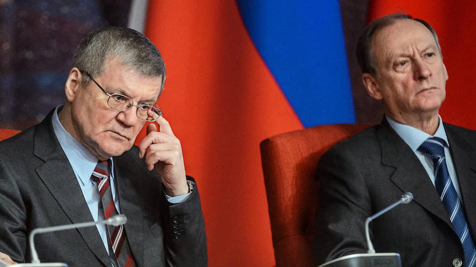 Секретарь Совета безопасности России Николай Патрушев (справа) и полномочный представитель президента в Северо-Кавказском федеральном округе Юрий Чайка