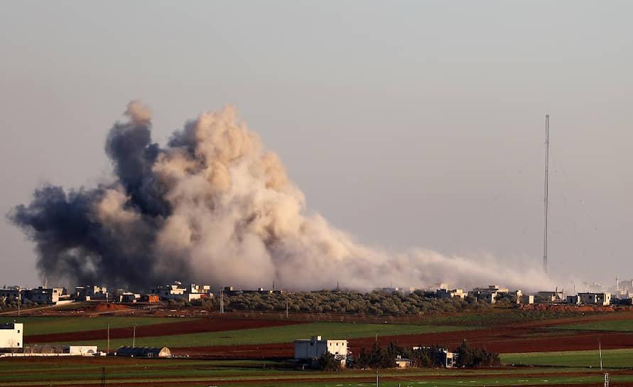 Согласно заявлению Минобороны России, авиация ВКС России не применялась<br> На фото: дым над деревней Салихийя во время боев правительственных войск с вооруженной оппозицией