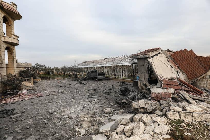 Глава Минобороны Турции Хулуси Акар заявил, что турецкие военные поразили более 200 целей сирийских правительственных войск. Также, по его словам, были нейтрализованы более 300 военнослужащих<br> На фото: последствия боестолкновений в районе Идлиба