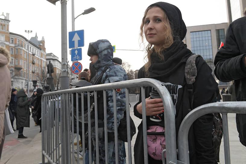 Экс-участница арт-группы «Война» Мария Алехина на шествии в Москве