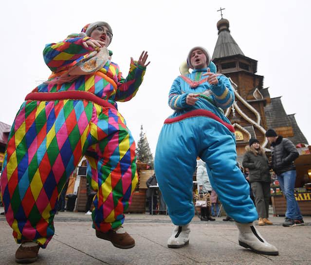 Народные гуляния на территории Измайловского Кремля в Москве
