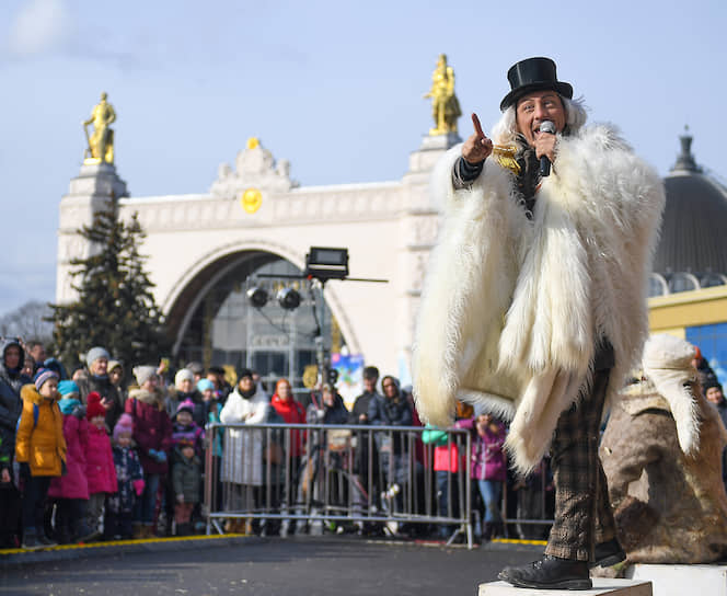 Празднование Масленицы на ВДНХ в Москве