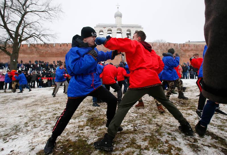Народные гуляния в Великом Новгороде