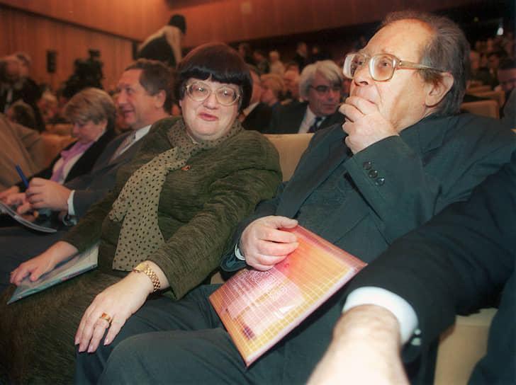 С 1995 по 2003 годы был депутатом Госдумы. В 1996 году подал в отставку с поста председателя Комиссии по правам человека при президенте и из других президентских структур