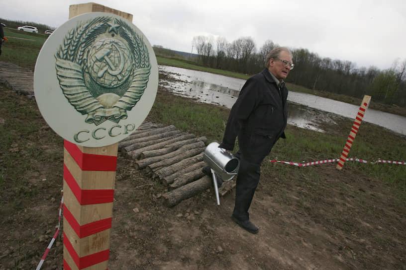 В 2006 году Ковалев вступил в партию «Яблоко», был избран сопредседателем ее правозащитной фракции. В 2008 году стал членом политического комитета партии