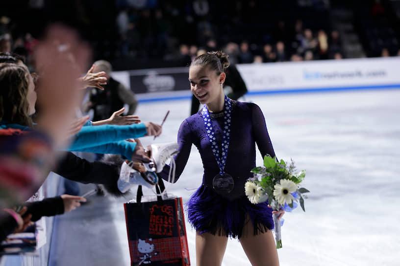 В декабре 2011 года Сотникова впервые выиграла «взрослый» международный турнир — Золотой конек Загреба, а позже завоевала третий национальный чемпионский титул. На первых юношеских Олимпийских играх 2012 года в Австрии она заняла второе место. В 2013 году на чемпионате Европы также осталась второй и в четвертый раз в карьере завоевала звание чемпионки России