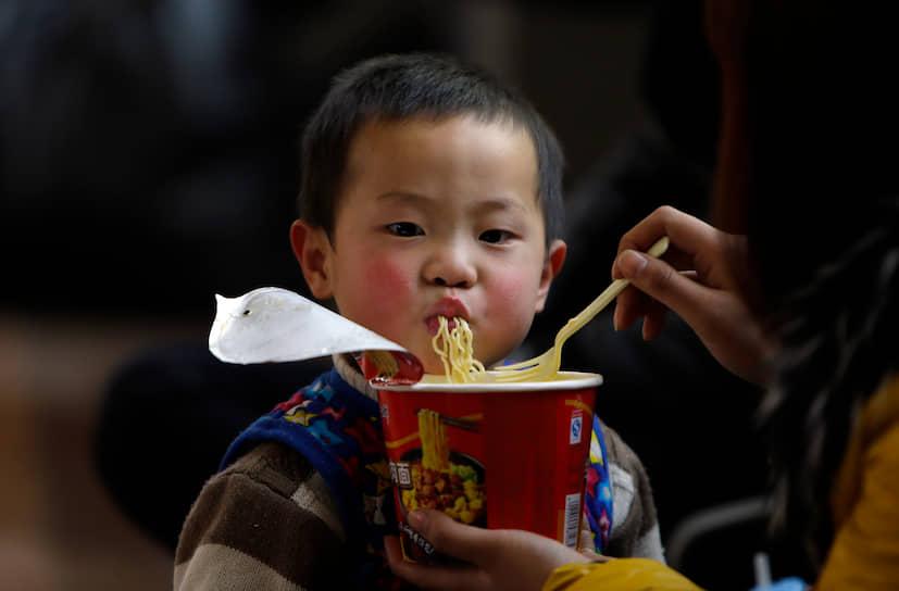 Согласно опросу граждан Японии, лапша быстрого приготовления была признана самым важным японским изобретением XX века. Изобретение Андо обошло, например, караоке и видеоигры Nintendo