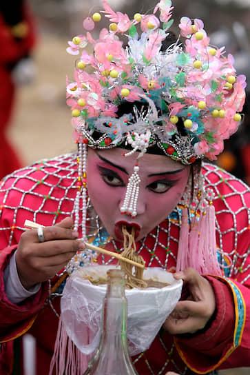Потребление лапши быстрого приготовления может быть индикатором экономического состояния страны. В 2005 году в Таиланде даже стали публиковать Mama Noodles Index — показатель потребления местного сорта лапши быстрого приготовления Mama Noodles
