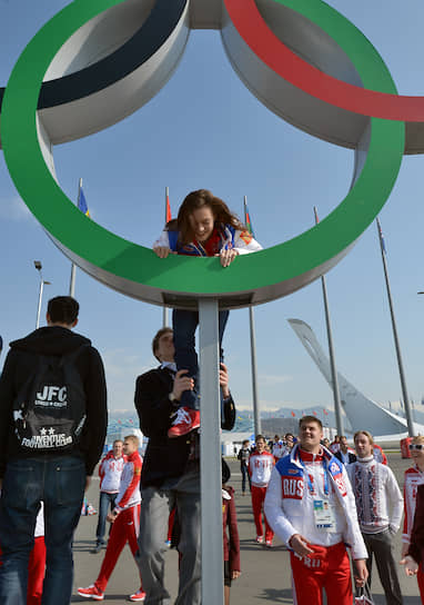 «Чтобы я восстановилась, мне надо почувствовать себя как королева. Я именно здесь и почувствовала!» <br> Олимпийские чемпионы по фигурному катанию Аделина Сотникова и Никита Кацалапов на церемонии закладки аллеи победителей в Олимпийском парке в Сочи
