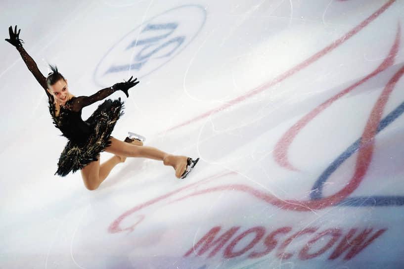 В декабре 2010 года Сотникова второй раз завоевала золото национального чемпионата, а в феврале 2011 года выиграла свой дебютный чемпионат мира среди юниоров